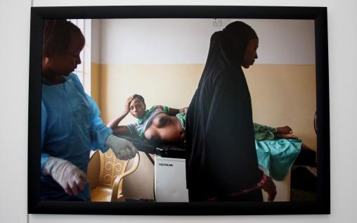 Jeune fille mariée à la consultation prénatale.