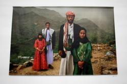 Tahani (à gauche) avait 6ans lorsqu'elle s'est mariée avec Majed 25ans. Prêt d'elle, sa camarade de classe, elle aussi mariée. (Yémen)