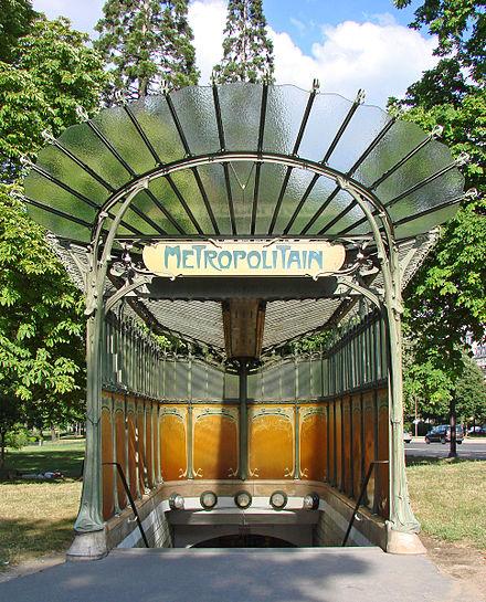 La_station_art_nouveau_de_la_porte_Dauphine_(Hector_Guimard)