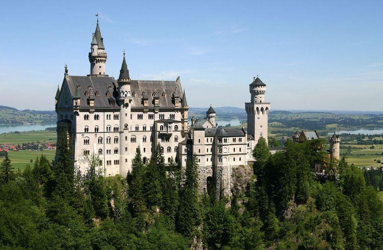 le château de Neuschwanstein a inspiré le château de la Belle au Bois Dormant