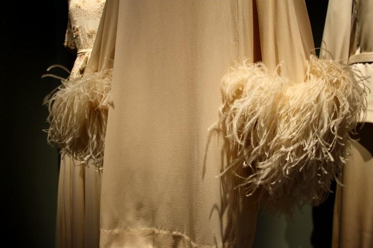 Détails vêtements Claudia Cardinale (4)