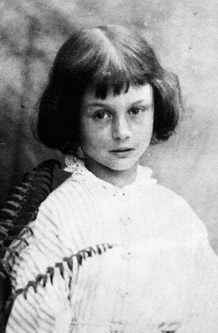 Alice Liddell qui inspirera Lewis Carroll pour Alice au pays des Merveilles.